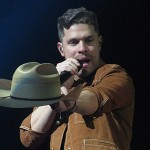 Dustin Lynch a
